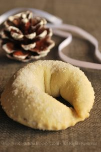 Taralluccio abruzzese al vino bianco - Dolce tipico natalizio